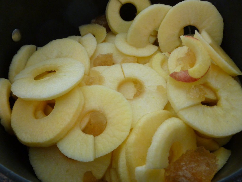 Apples, peeled, cored and sliced